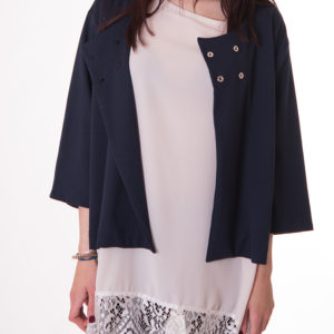 blusa-de-color-cava-larga-de-blonda