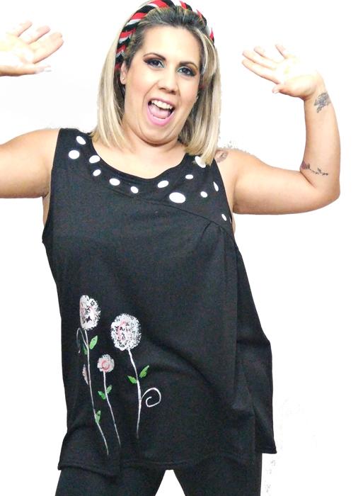 camiseta-sin-mangas-elegante-mujer-negra